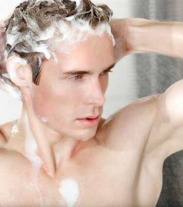 Đàn ông có nên gội đầu thường xuyên mỗi ngày không?