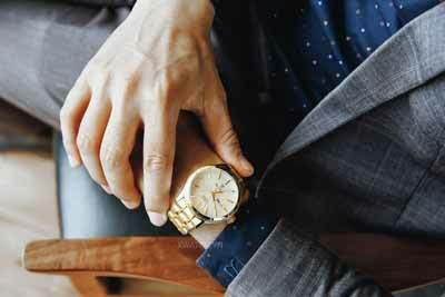 Cách chọn đồng hồ cho nam cổ tay nhỏ - 5 mẹo chọn đồng hồ hiệu quả